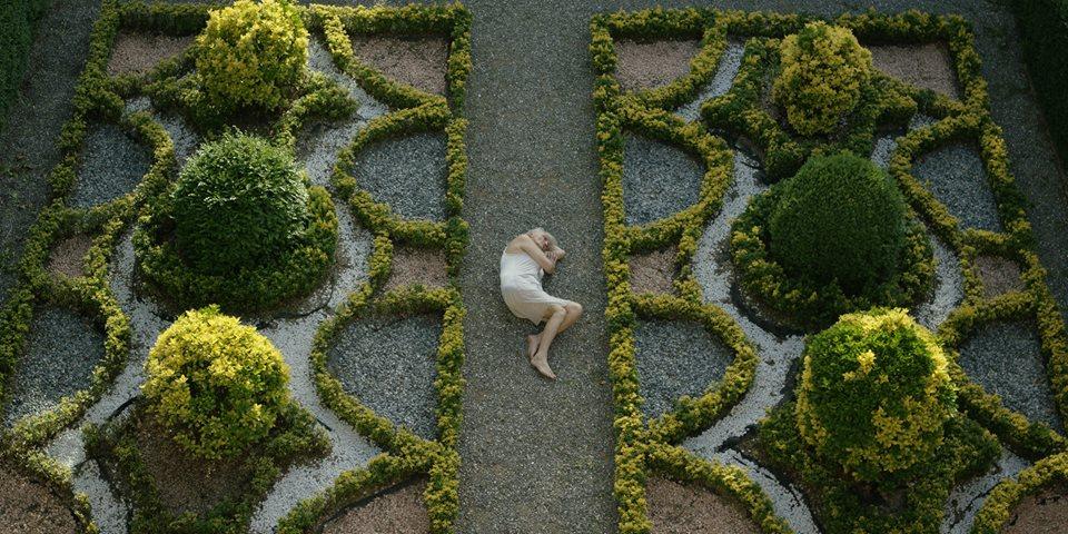 Giusi Merli nel Giardino all'Italiana della Villa Reale di Marlia